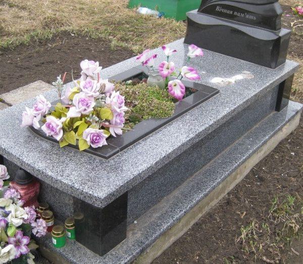 Надгробная плита №14