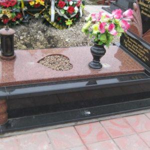Надгробная плита №15