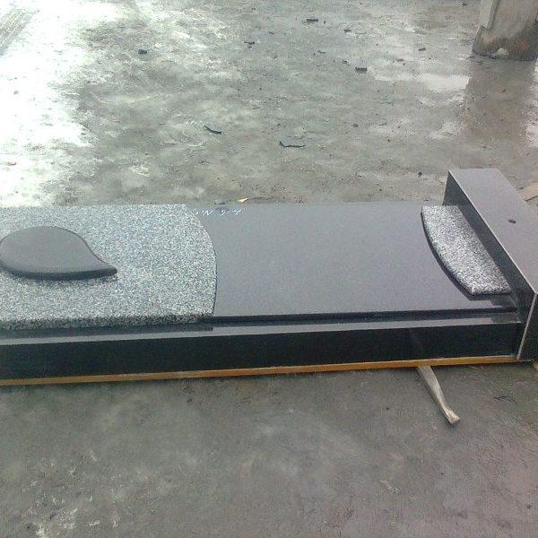 Надгробная плита №11