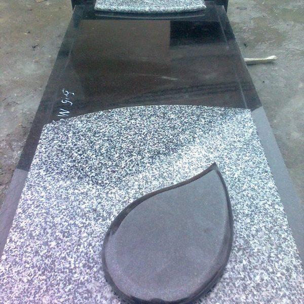 Надгробная плита №13
